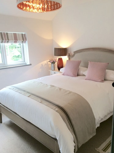 Cheshire Country Cottage on Small Friendly Farm in Tattenhall Near Chester