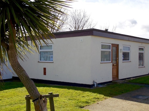 Lovely Location Close to the Beach, Ideal for Couples and Families. Dogs Welcome
