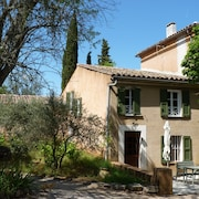 18 Channels. Provençal Farmhouse With Swimming Pool in a Property From the 18th Century