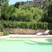 Character House Robion 35 m² for 2-3 People With Shared Pool