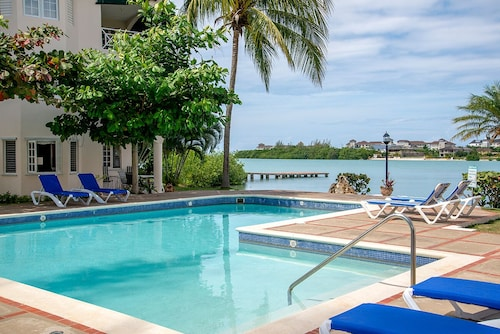 Beautiful Apartment In Sunny Montego Bay. You Will Never Want To Go Home Again!