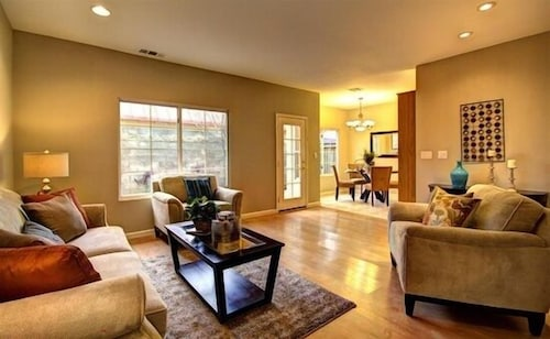 Spacious & Clean Modern Home, 5 Miles From SAP and San Jose Convention Center