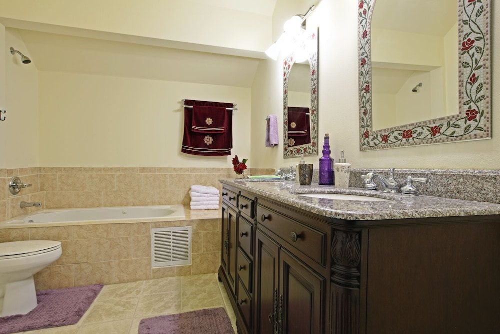 Bathroom, 4 SKI Resorts, Hiking Trails, Lakes, Family Reunion, Corporations & More