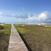 Family-friendly Private Waterfront Get-away. Great Fishing, Birding and Boating