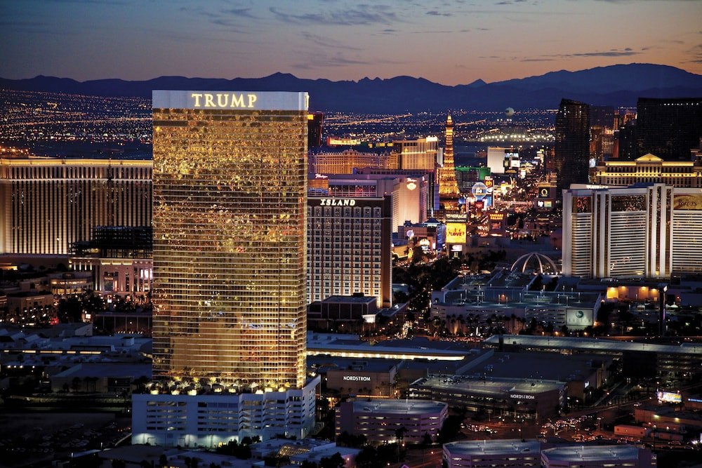 Trump Tower High Floor Strip View: 2019 Room Prices , Deals