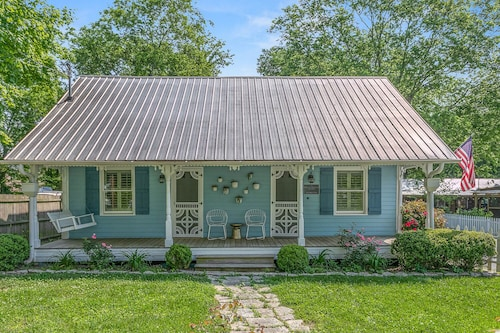 Pickers Cottage: 1939 Perfectly Restored, Steps to the Leiper's Fork Village