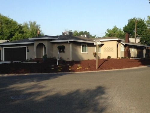 $4500 Monthly! 3 Bed, 2 Bath, 2 CAR Garage! Walk TO Park! Easy Access TO I-80