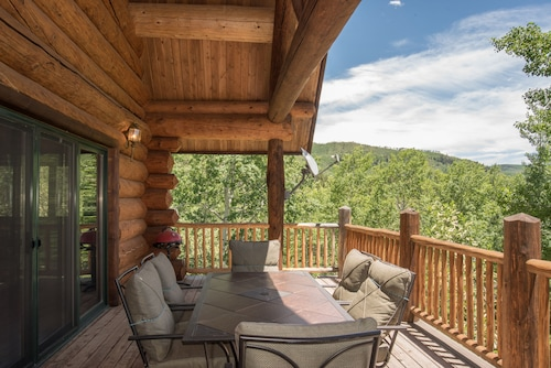 Remote Cabin With MTN Views, Wrap Around Decks, 10 MIN TO Gold Medal Fishing!