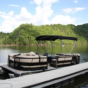HOT Tub! Right ON THE Lake! Private Dock & Pontoon Available!