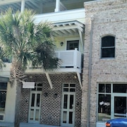 Luxury and Location ... In the Heart of Old Town Bluffton!!