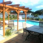 Spanish Style 1 BR House Apartment - Minutes to the Beach
