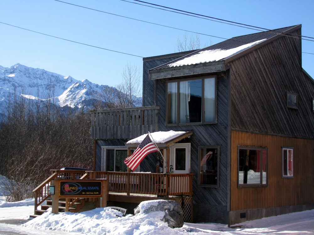 The Attic Second Floor Apartment Private Deck With A View Downtown In Haines Hotel Rates Reviews On Orbitz