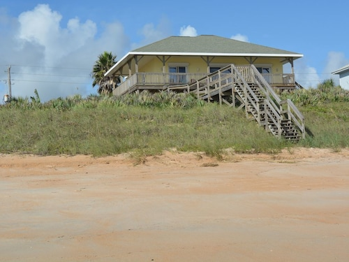 Oceanfront Luxury, Private Dune Walkover, Elevator, 60 Inch TV, Kayaks, Bikes