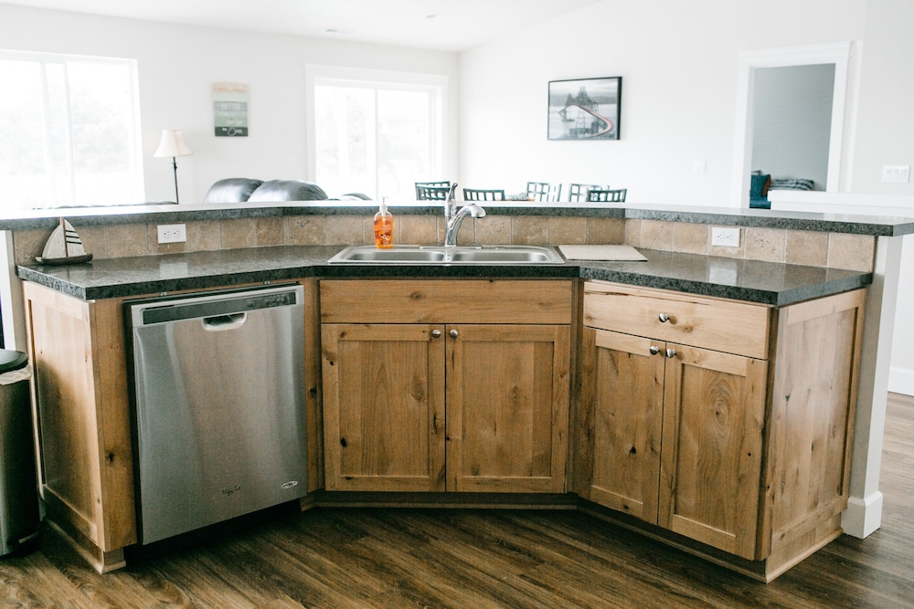 Private Kitchen, Newly Constructed Home in Gated Beach Front Community -4 Bed/3 Bath and Hot Tub!