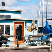 Relaxing & Picturesque Houseboat Living at the Center of Seattle's Waterfront