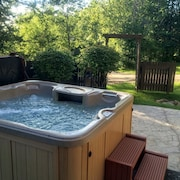 Fabulous Home Away From Home - 4 Bdr - With Hot Tub!