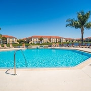 Beautiful Pool Great Location, Gated and Quiet, Minutes From Downtown and Beach