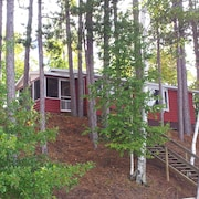 Lakefront Cabin on Snowmobile Trails! Close to Town and X Country Skiing!