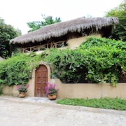 Sayulita Semi-secluded 2-story, 2-bedroom, 2 Bath Home Near Plaza & Beach