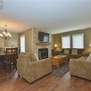 Large, Modern, Ground Floor Condo, Steps to the Village ..