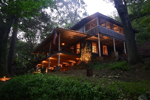 Beautifully Restored Historic Mountain Cabin-a Tree House in the Woods W/wifi