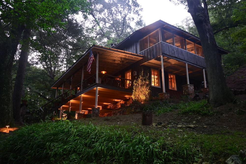 Beautifully Restored Historic Mountain Cabin A Tree House In The