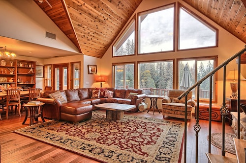 Shanks' Lodge is the Ultimate Home in the Woods for Large Groups