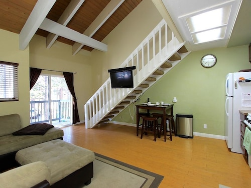 St. Moritz Cozy Cabin-this Studio Loft Condo is Perfect for Your Mammoth Getaway