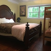 Creekside House Downtown Decatur, Full Kitchen, Laundry, Hardwoods, Safe