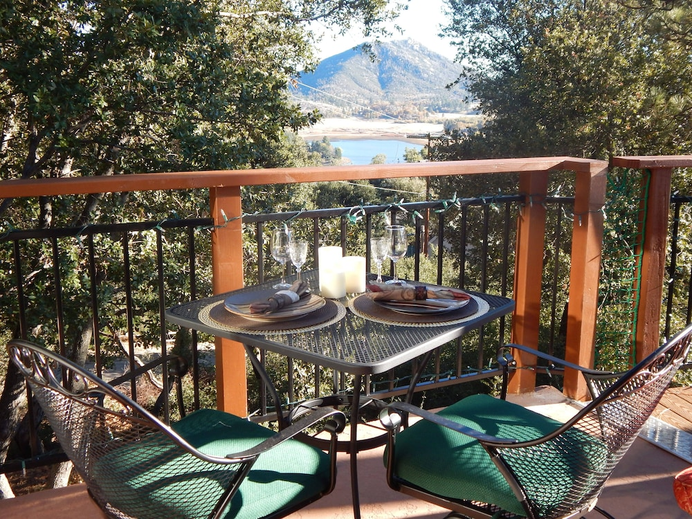 In-Room Dining, *** LUXURIOUS TREE-HOUSE***  SPA + PANORAMIC LAKE VIEW - We thoroughly Disinfect