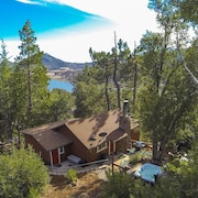 Into THE Woods- Luxurious Tree-house + Panoramic Lake Views + SPA + Home Theater