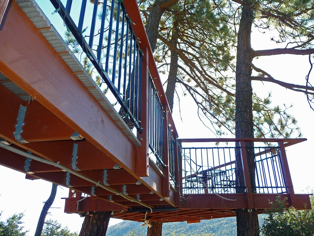 , *** LUXURIOUS TREE-HOUSE***  SPA + PANORAMIC LAKE VIEW - We thoroughly Disinfect