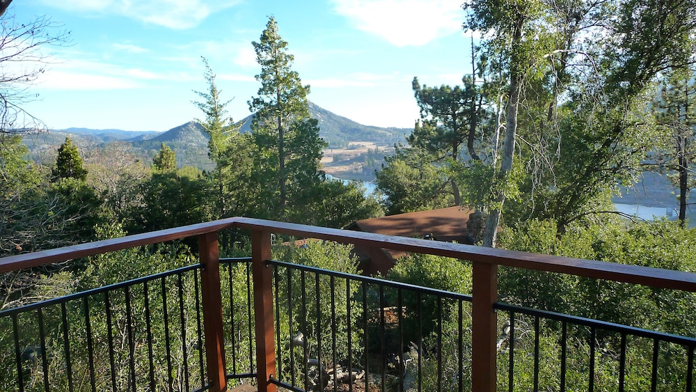 Balcony, *** LUXURIOUS TREE-HOUSE***  SPA + PANORAMIC LAKE VIEW - We thoroughly Disinfect