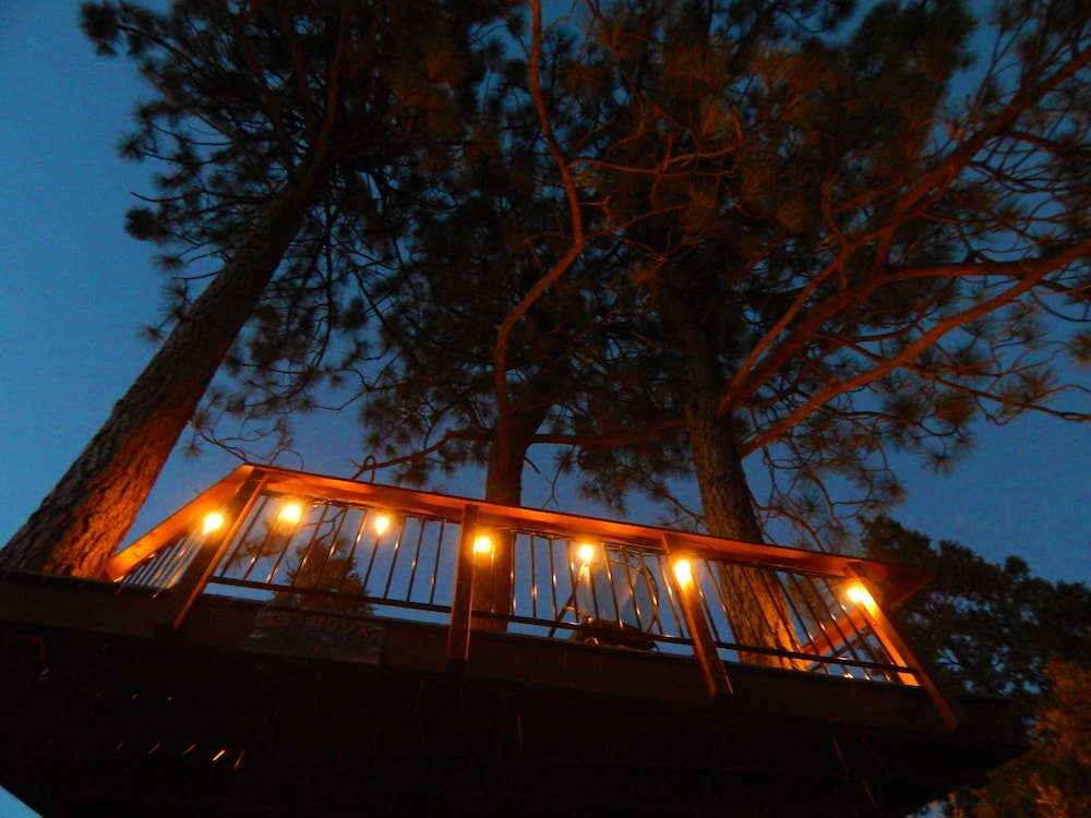 Exterior, *** LUXURIOUS TREE-HOUSE***  SPA + PANORAMIC LAKE VIEW - We thoroughly Disinfect