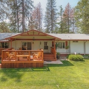 Yosemite Pines Retreat, Petting Zoo! Huge Yard! Pool, Spa, Play Area