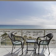 Gulf Front #307, Amazing Gulf & Beach Views, Super Clean, Sea Inspired Decor