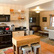A Handsome Newly Remodeled Vintage Inspired Apartment In Downtown Newberg, OR