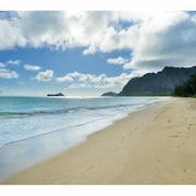 Newly Remodeled Beach Cottage Across From Waimanalo Beach