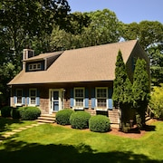 Charming 4b/3bth Bridgehampton Cape-amazing Gunite Heated Salt Pool