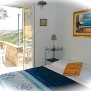 Castellabate - Apt Amarena 2 Bedrooms Sleeps 5 sea Views Wi-fi - Parking