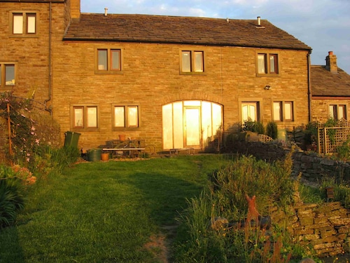 Charming Barn Conversion, Sleeps 6, With Stunning Rural Views