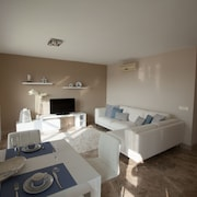 Luxury Holiday Apartment - all day sun & Seaview, Almerimar - Satellite TV!