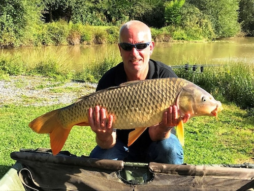 Exclusive 4 Acre Fishing Lakes With Mobile Home and Bait Cabin