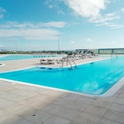 Reef Beach Ericeira Apartment - Free Swimming Pool, Free Wifi, 5 m Walk to Beach