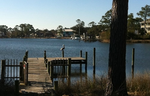 Pelican's Perch - Waterfront w Dock & Spa - 1 Mile to NAS & Corry Station