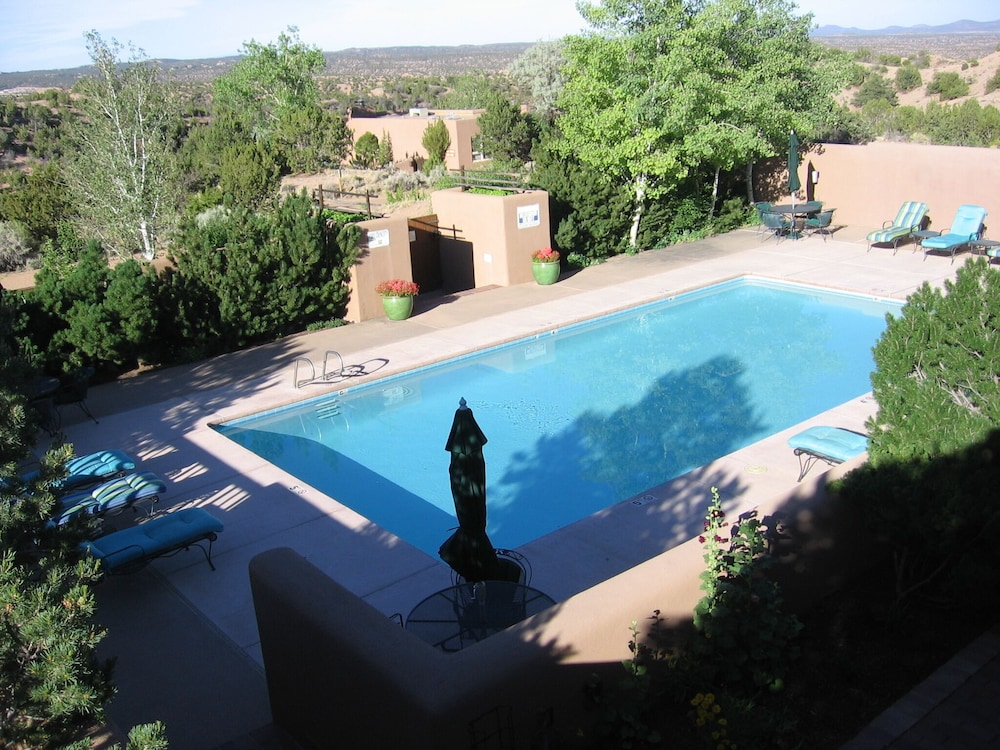 Pool, Upscale Retreat Minutes From The Famous Santa Fe Plaza