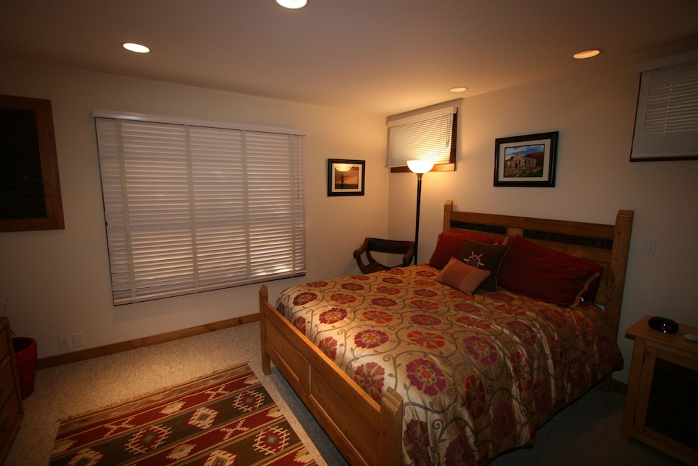 Room, Upscale Retreat Minutes From The Famous Santa Fe Plaza