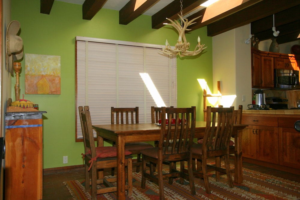 Private Kitchen, Upscale Retreat Minutes From The Famous Santa Fe Plaza