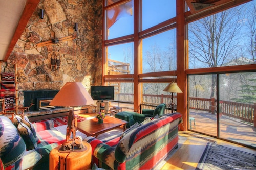 Spacious Cabin With hot Tub!! Closest Large Cabin to Sundance. Sleeps 14