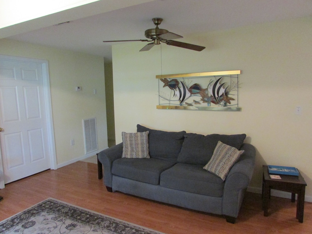 Living Room, Gulf Palms Cottage.....Walk to beach, downtown, restaurants, splash pad & more!